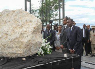 Jovenel Moïse rend hommage aux victimes du séisme de 2010