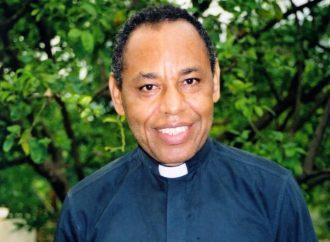 Monseigneur Guire Poulard cède sa place à Max Leroy Mesidor à l'archevêché de Port-au-Prince