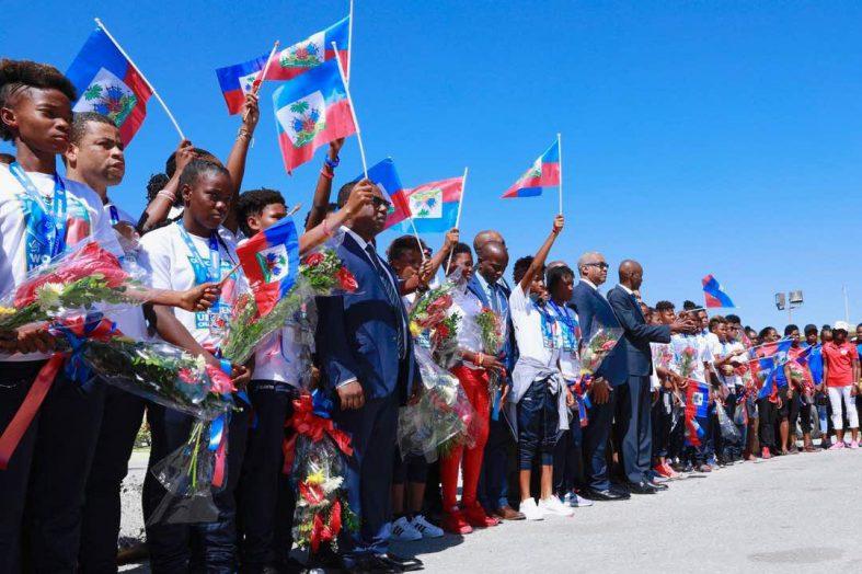 Haïti-Sport: entrée triomphale des grenadières à l'aéroport Toussaint Louverture