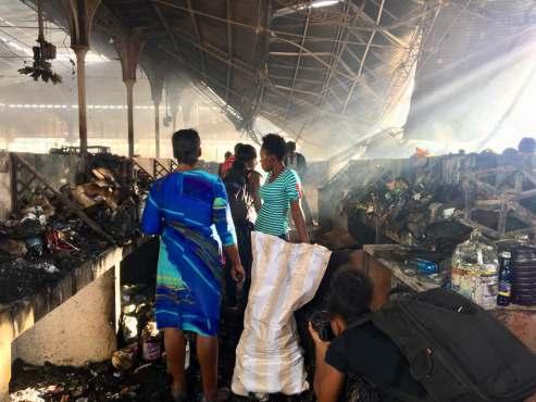 Délaissés, les marchands victimes de l'incendie du marché Hyppolite manifestent