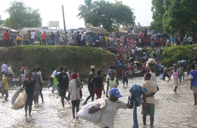 Des Haïtiens fuient à toute vitesse Pedernales