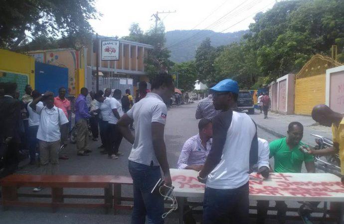 Grève à l'OAVCT : l'avenue Charles Sumner bloquée