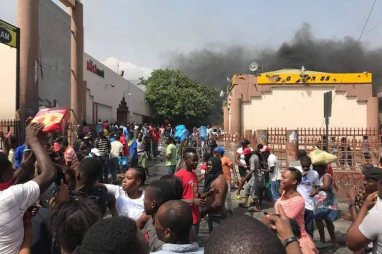 Vague de pillages de magasins au niveau de Petion-ville et Delmas
