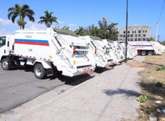 Jovenel Moïse remet 37 camions compressifs aux Mairies du pays
