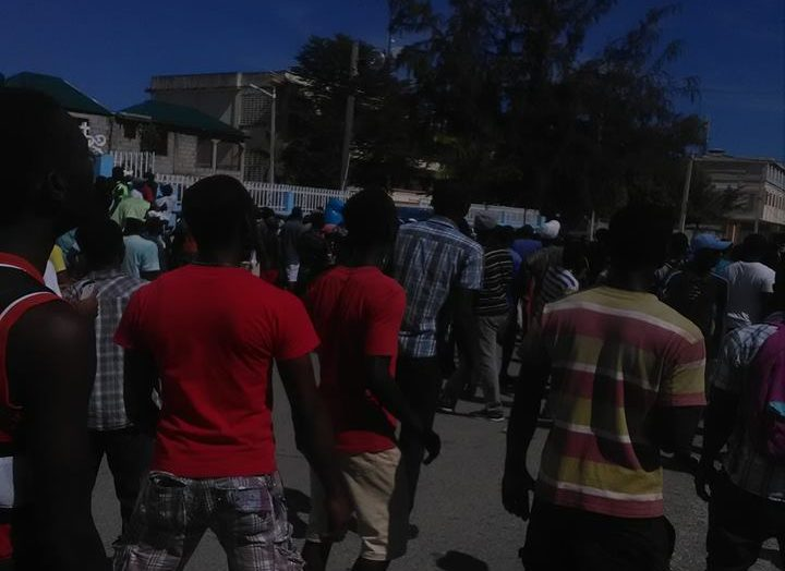 Manifestation improvisée dans la ville des Cayes