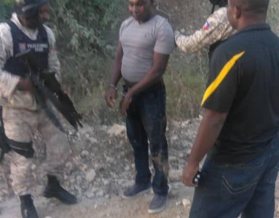 Arrestation du policier qui a tué et blessé deux de ses collègues