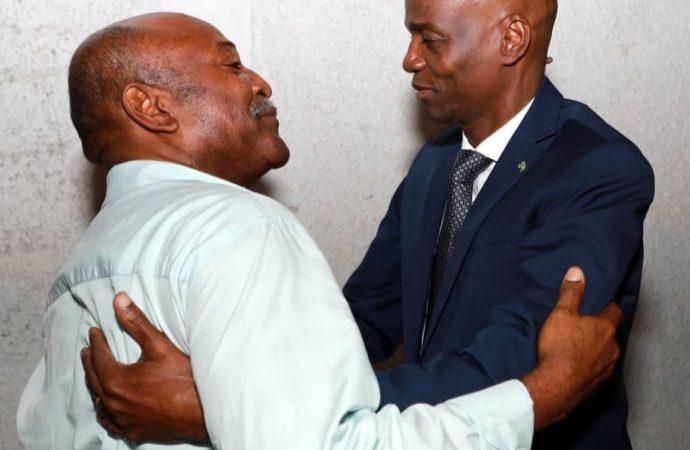 Jovenel Moïse rend visite à Radio Kiskeya