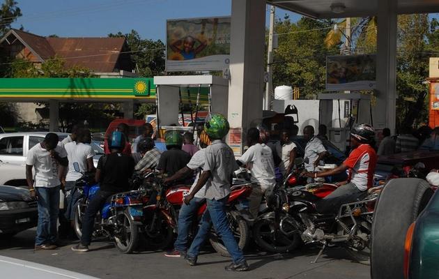 La rareté de carburant persiste de plus belle
