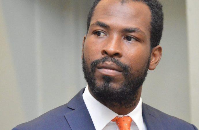 Roudy Stanley Penn demande à Jovenel Moïse de démissionner   Face à la réalité macabre, le politologue Roudy Stanley Penn appelle le président de la République à faire un choix contre lui-même mais en faveur d'Haïti.