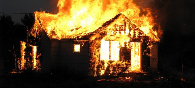 Petite Rivière de l'Artibonite: une dizaine de maisons incendiées, 2 personnes blessées par balles