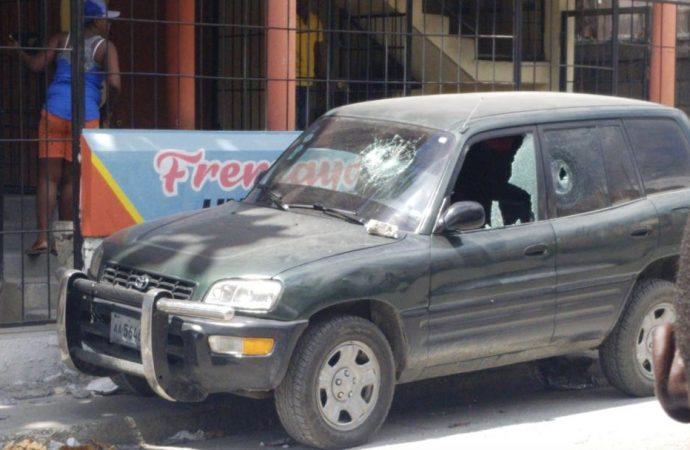 Des manifestants ont tenté d'incendier 3 véhicules de la Radio Télévision Caraïbes