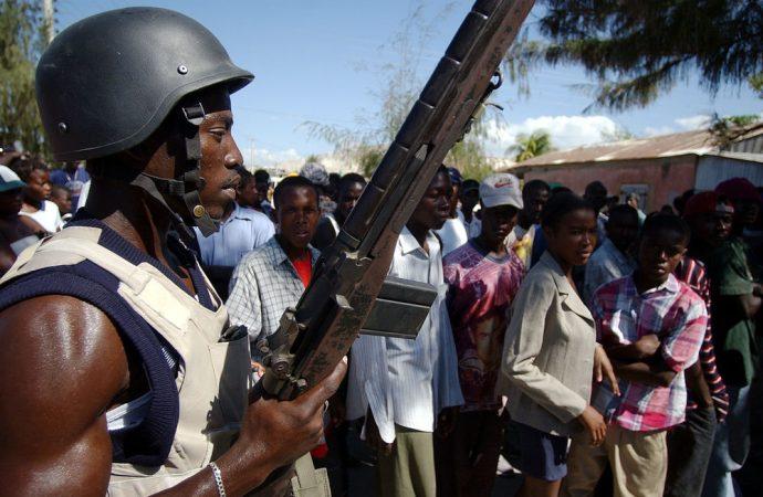 Les gangs armés imposent leur loi, la PNH en manque de moyens, le Sénat s'interroge