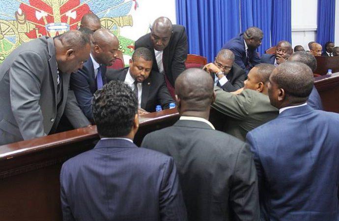 Mise en accusation : les élus proches du pouvoir se positionnent