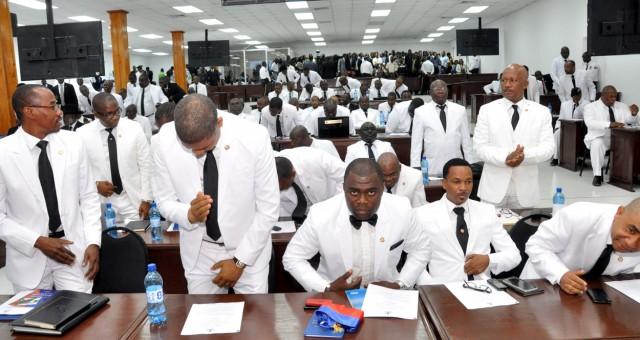 La difficile réélection des parlementaires sortants