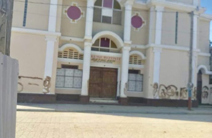 L'église Baptiste de Quartier-Morin badigeonnée de matières fécales