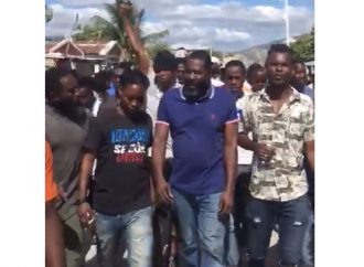 Objet d'un mandat d'amener, Arnel Belizaire déambule dans les rues de Gonaïves