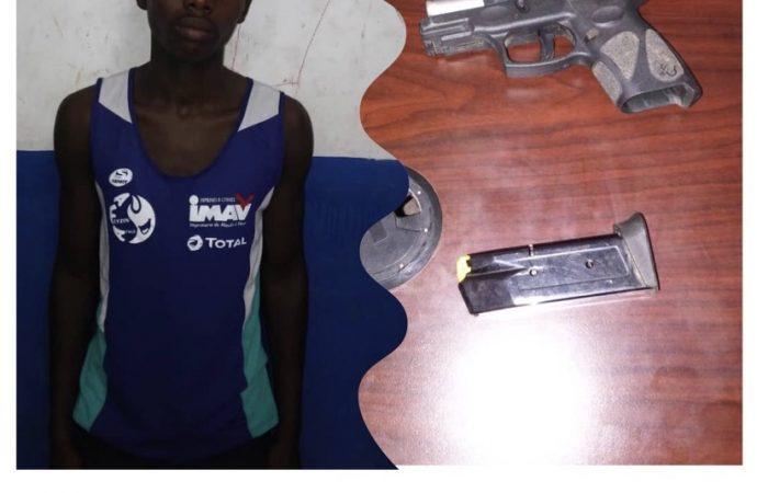 Un écolier arrêté en possession d'un pistolet