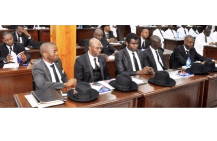 Caducité du Parlement:  des sénateurs remontés contre Jovenel Moïse