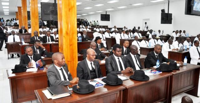 Caducité du Parlement: les sénateurs portent plainte, le CEP s'en lave les mains
