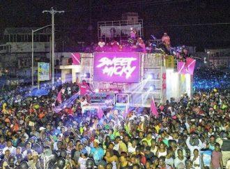 Cap-Haitien: Sweet Micky défile au carnaval sous un concert de cartouches, des blessés enregistrés