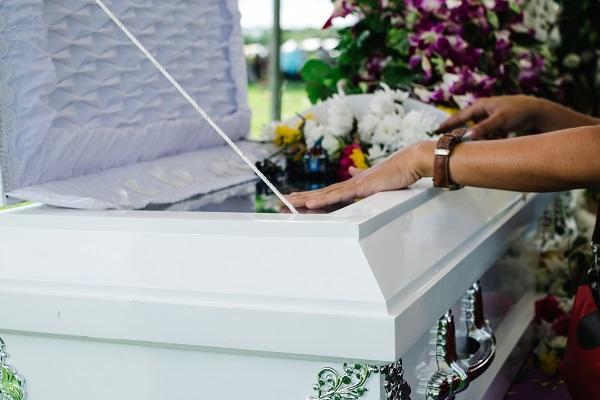 Les funérailles de Me Dorval chantées sans tambour ni trompette