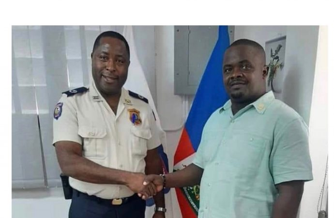 Le DCPA Berson Soljour reçoit le greffier Wilbert Rhau à son bureau
