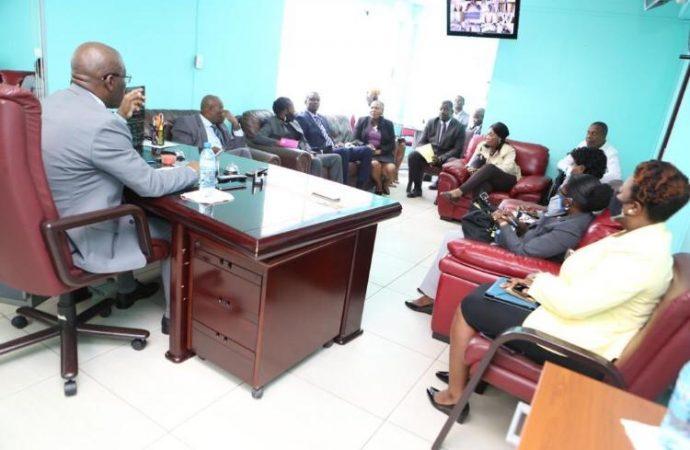 Joseph Jouthe s'entretient avec les membres du CEP, leur offre le soutien de son gouvernement