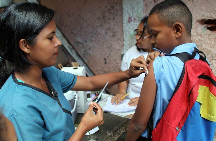 Covid-19 : un vaccin russe arrive au Venezuela pour des tests