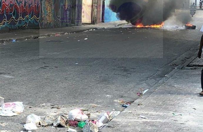 Tension au Bois Verna : des citoyens protestent pour exiger la libération d'un chauffeur et ses enfants enlevés