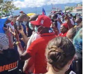 Guadeloupe : manifestation devant la préfecture contre l'expulsion forcée de 30 Haïtiens