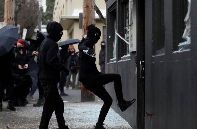 USA : Vandalisation des bureaux du Parti démocrate à l'Oregon, 8 personnes arrêtées