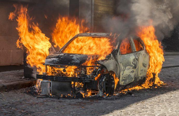 Trois véhicules de l'ULCC incendiés, Hans L. Joseph appelle la justice à dire son mot
