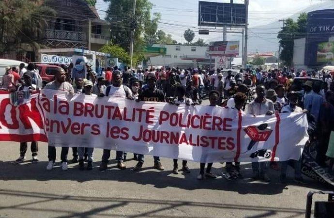 Les journalistes ont foulé le macadam pour dire NON à la brutalité policière