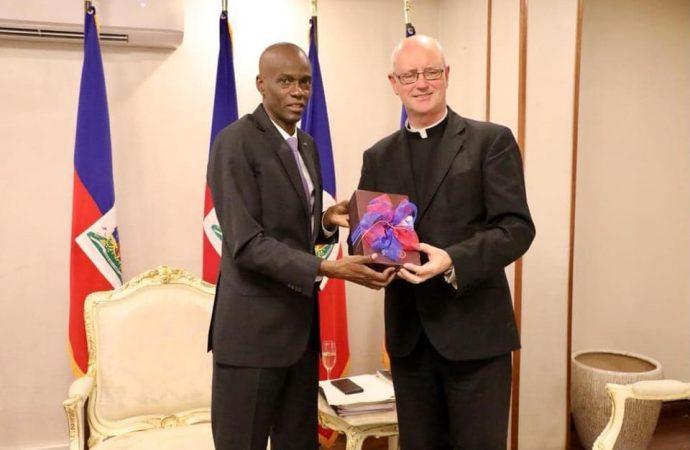 Le Nonce Apostolique, Mgr Eugene Nugent a fait ses adieux à Haïti