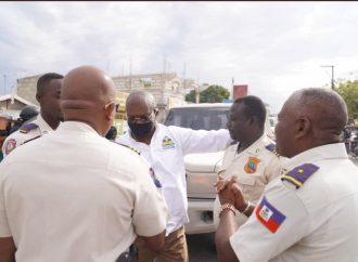Quand Jouthe Joseph fait le mariole et descend sur le terrain pour « motiver » les policiers